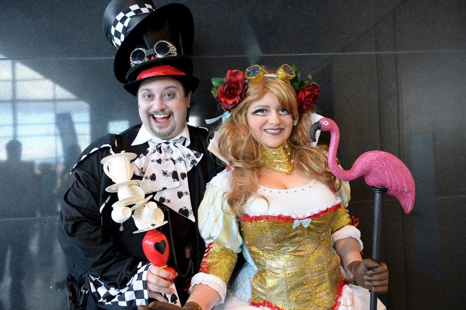 Le Chapelier fou et la Reine Rouge passent de l'autre côté du miroir, le temps du Comiccon. (Le Soleil, Erick Labbé)