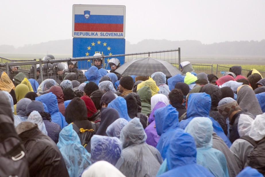 Après la fermeture par la Hongrie de sa... (PHOTO DARKO BANDIC, AP)