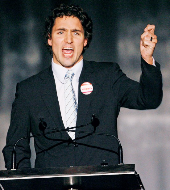 Décembre 2006 Le congrès à l'investiture du Parti libéral du Canada en décembre 2006 marque le début de l'engagement de Justin Trudeau dans la formation alors qu'il est le président du groupe de travail sur la jeunesse de la Commission du renouveau. Dans son autobiographie, il raconte avoir compris au cours de la fin de semaine qu'il avait des aptitudes pour la politique et qu'il se devait de plonger. (Photothèque Le Soleil)