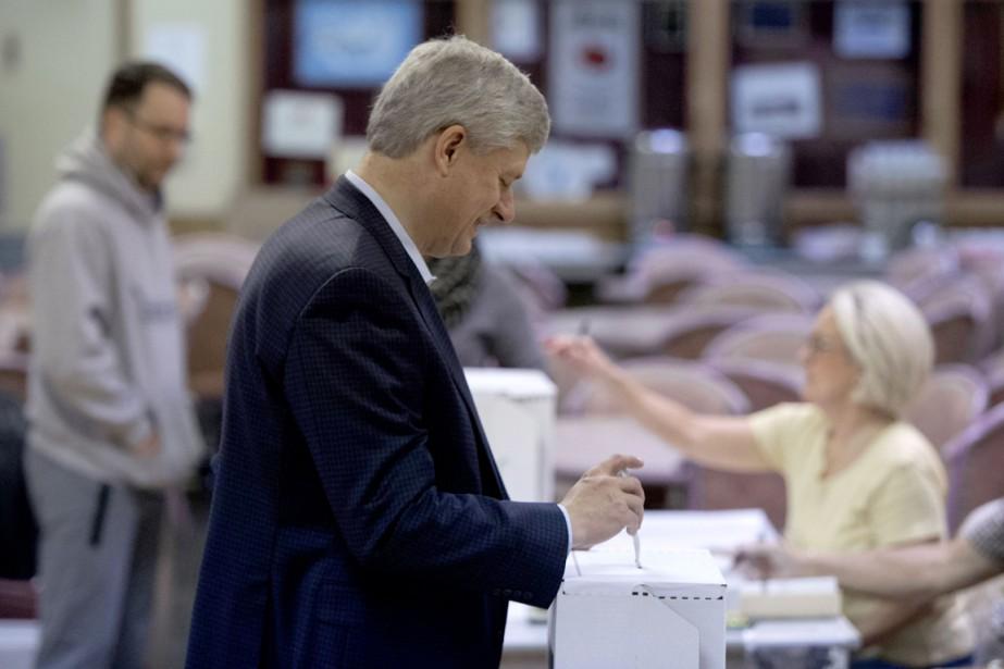Stephen Harper a été réélu dans la circonscription de Calgary... (Photo AFP)