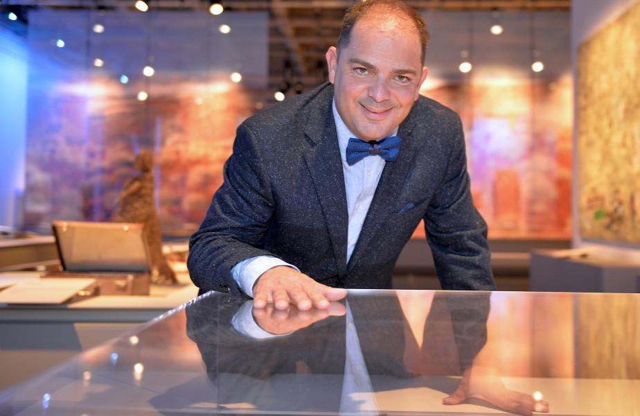 Le directeur général des Musées de la civilisation, Stéphan La Roche, a présenté l'exposition«Lignes de vie - Art contemporain des Autochtones d'Australie», le 20 octobre. (Le Soleil, Pascal Ratthé)