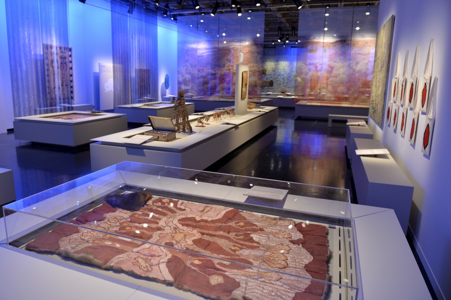 «Lignes de vie - Art contemporain des Autochtones d'Australie», au Musée de la civilisation (Le Soleil, Pascal Ratthé)