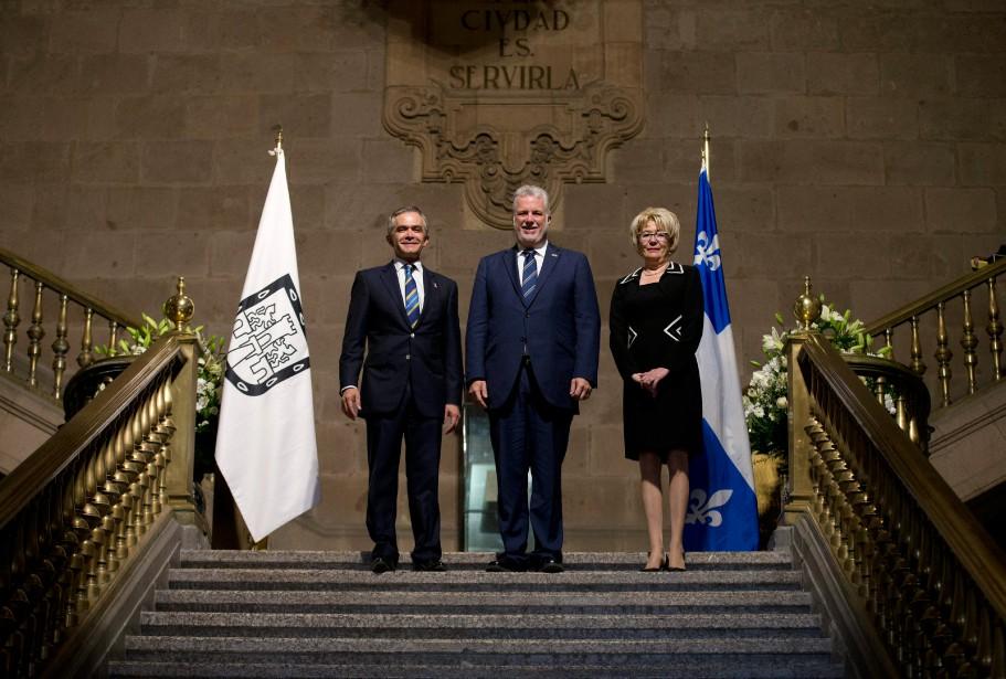 Miguel Ángel Mancera, maire de Mexico, pose avec... (PHOTOREBECCA BLACKWELL, ASSOCIATED PRESS)