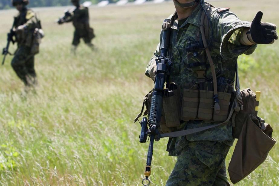 La police militaire enquête sur l'incident, mais l'hypothèse... (PHOTO ARCHIVES REUTERS)