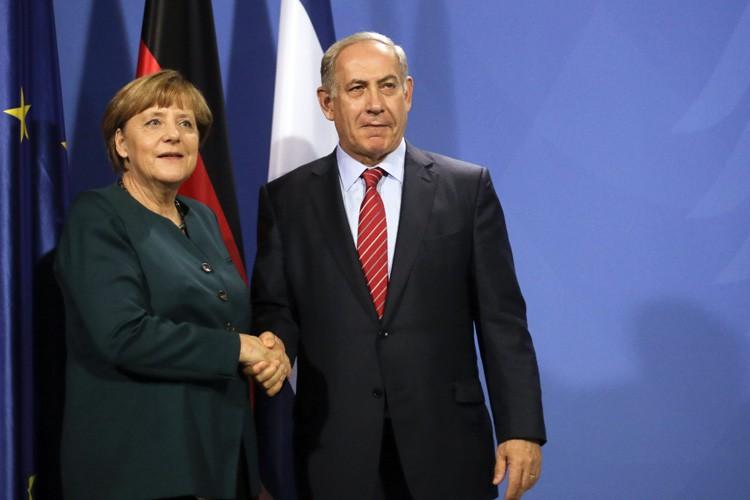 Angela Merkel et Benyamin Nétanyahou se sont entretenus... (PHOTO AP)