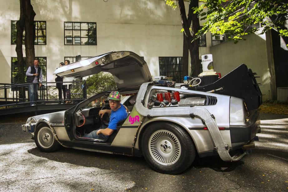 Une voiture identique à la DeLorean de Back... (PHOTO REUTERS)