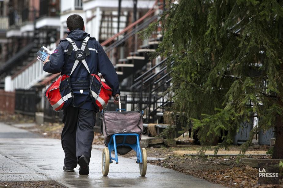 Plusieurs employés de Postes Canada se sont confiés... (PHOTO ROBERT SKINNER, ARCHIVES LA PRESSE)