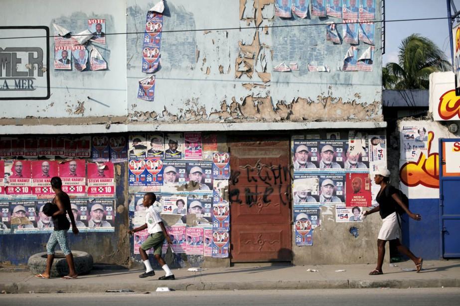 Quelque 54 candidats briguent la présidence haïtienne dont... (PHOTO ANDRES MARTINEZ CASARES, REUTERS)