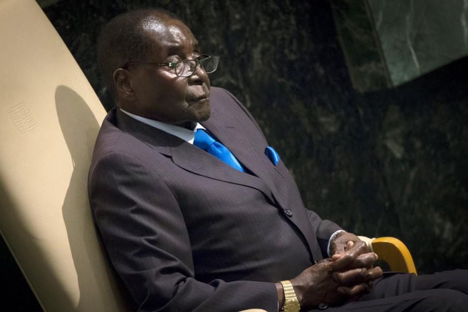 Le président zimbabwéen a été préféré à neuf... (PHOTO CARLO ALLEGRI, ARCHIVES REUTERS)