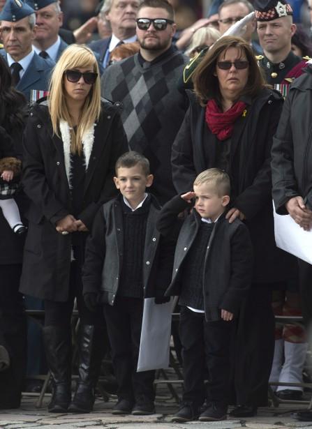 La cérémonie a été émouvante pour les proches ducaporal Nathan Cirillo. (Adrian Wyld, La Presse Canadienne)