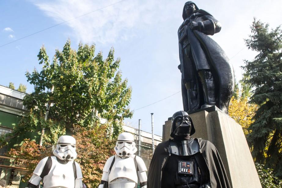 Une statue de Lénine a été transformée en Darth Vader (aussi... (PHOTO AFP)