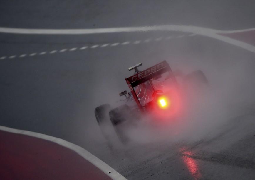 Le Belge Max Verstappen (Toro Rosso) roule sous la pluie sur la piste du Circuit des Amériques d'Austin, au Texas, lors des essais libres. Les qualifications ont été remises à dimanche. (Photo AFP, Mark Ralston)