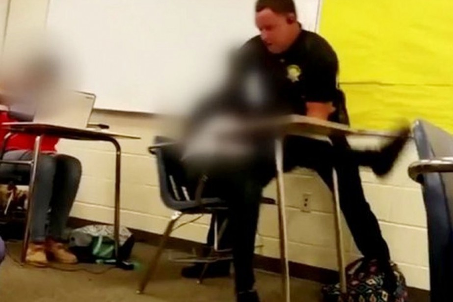 Le policier, Ben Fields, a fait l'objet d'une... (IMAGE TIRÉE D'UNE VIDÉO/TWITTER)