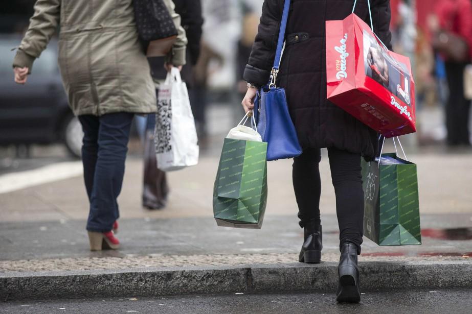 «La confiance des consommateurs a décliné en octobre... (PHOTO ARCHIVES REUTERS)