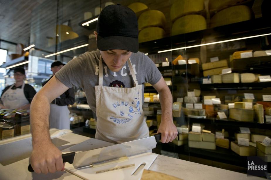 Chez Bleu & persillé, commis et clients ne... (PHOTO DAVID BOILY, LA PRESSE)
