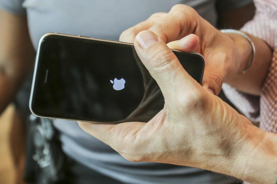 Apple, dont les nouveaux iPhone 6S et 6S... (PHOTO ARCHIVES AP)