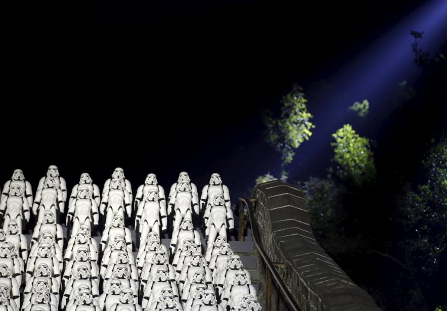 Lesstormtroopers ont débarqué sur la Grande Muraille de... (PHOTO JASON LEE, REUTERS)