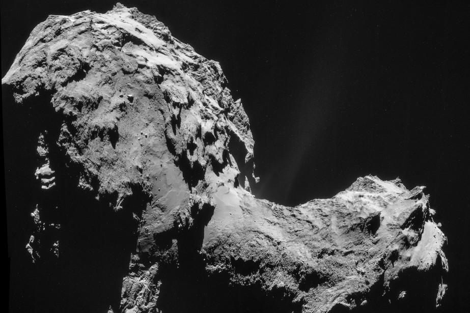 La comèteTchouriprise en photo par la sonde Rosetta.... (PHOTO AFP)