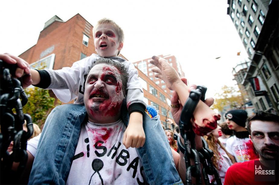 La grande marche des zombies de Montréal.... (PHOTO MARCO CAMPANOZZI, ARCHIVES LA PRESSE)