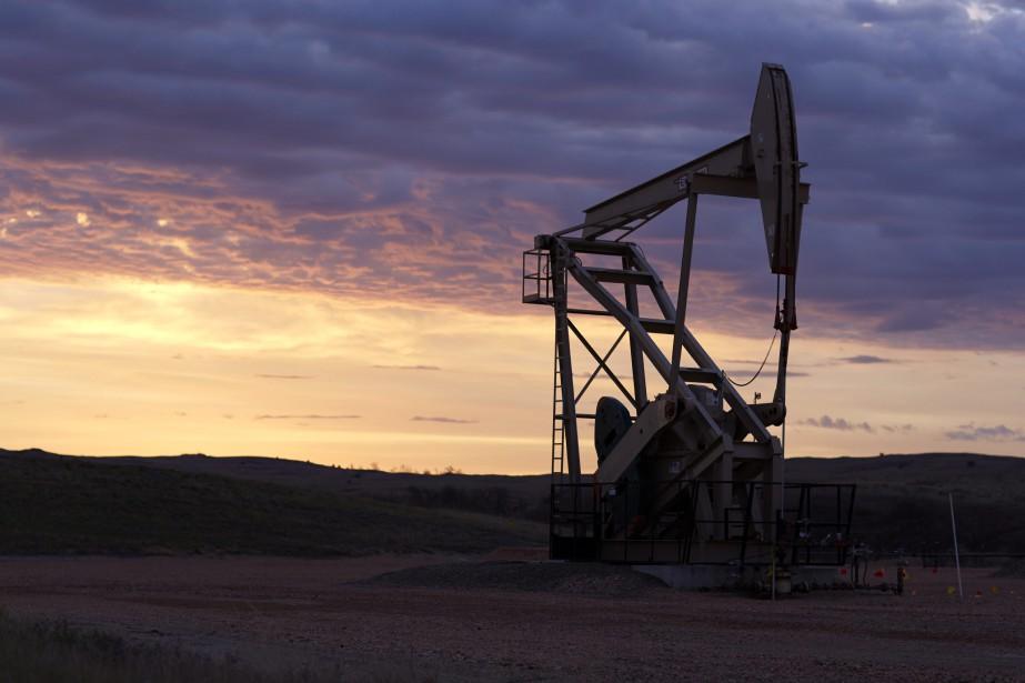 Les cours du pétrole ont encore progressé vendredi à New... (PHOTO ARCHIVES AP)