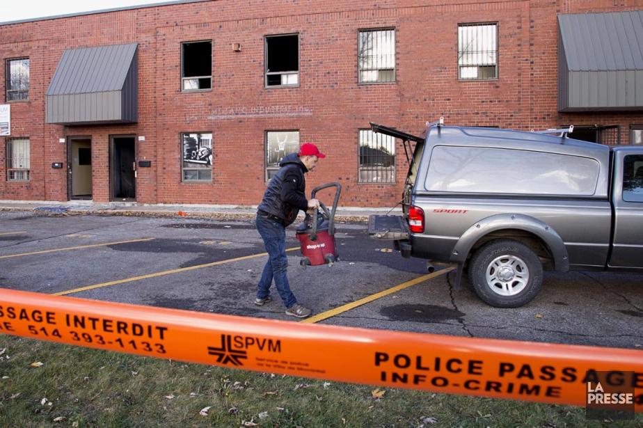 L'incendie criminel allumé tôt hier matin... (PHOTO ALAIN ROBERGE, LA PRESSE)