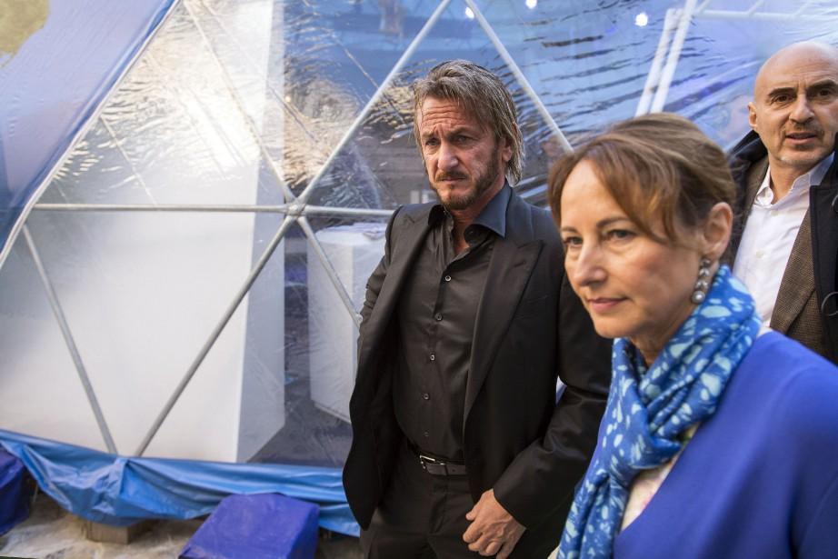Sean Penn a rencontré dimanche la ministre française... (PHOTO LIONEL BONAVENTURE, AFP)