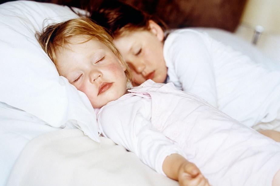 Il y a les parents qui dorment avec leurs enfants, mais il... (PHOTO MASTERFILE)
