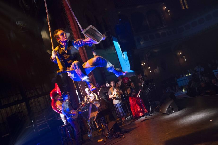 Les artistes de Labo KracBoom et Ze Radcliffe Fanfare ont teinté la soirée des Grands Prix des Hebdos d'une magie, d'une folie et d'une ambiance particulières, au grand plaisir des participants. (IMACOM, JULIEN CHAMBERLAND)