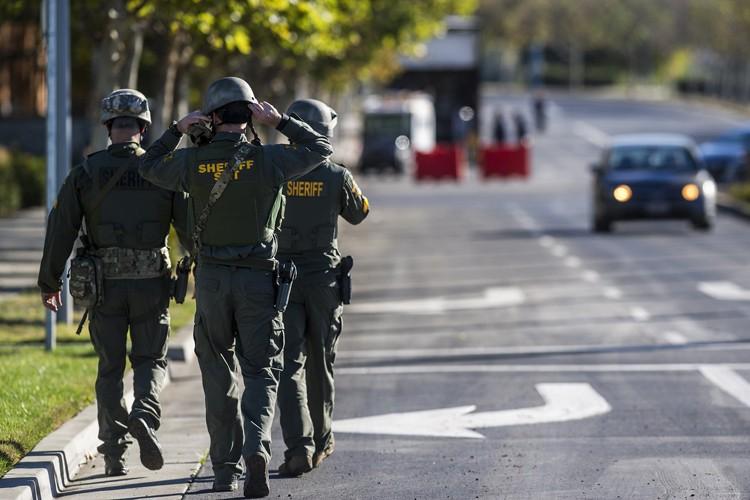 Des agents ont tiré sur le suspect, un... (PHOTO AP)