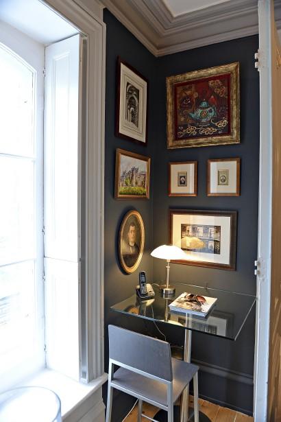 Le propriétaire a aménagé un bureau très chaleureux dans une encoignure du salon. (Le Soleil, Patrice Laroche)