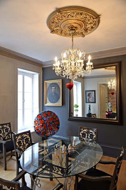 Pour un collectionneur d'oeuvres d'art, le défi est de bien doser leur accrochage dans sa maison. (Le Soleil, Patrice Laroche)