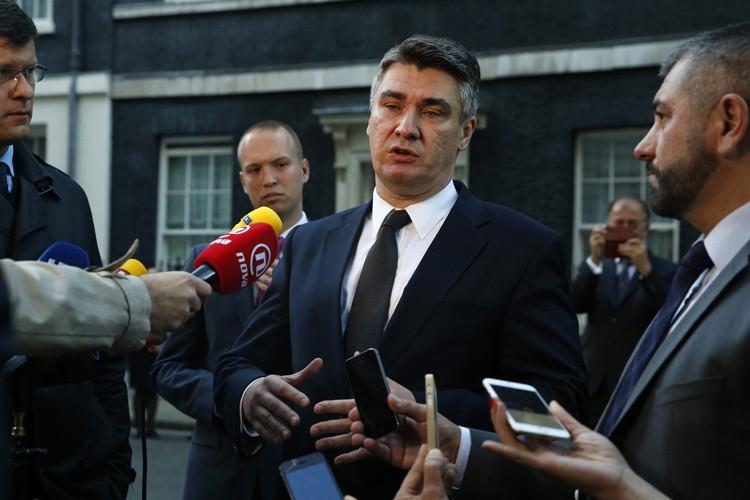 Le premier ministre sortant Zoran Milanovica fait preuve... (PHOTO AP)