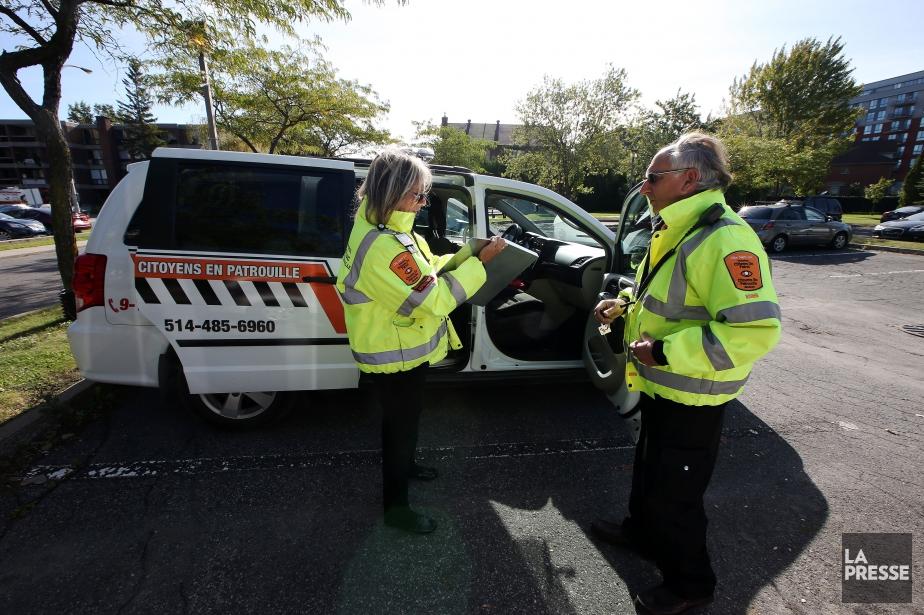Formés pour différentes interventions, les «citoyens en patrouille» ont l'équipement nécessaire pour intervenir en cas d'urgence. (PHOTO MARTIN CHAMBERLAND, LA PRESSE)