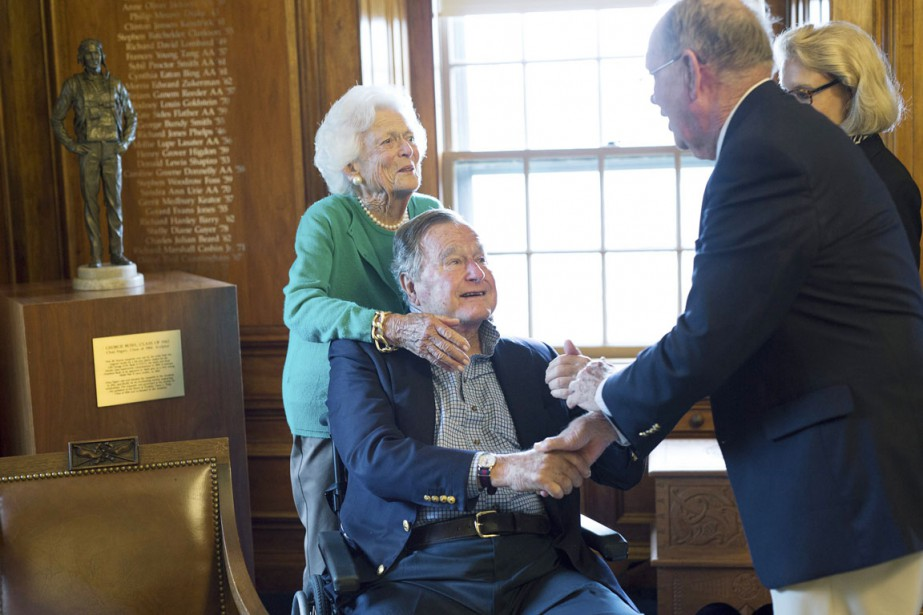Bush père, président de 1989 à 1993, était... (PHOTO DAVE WHITE, ARCHIVES PHILIPS ACADEMY/AP)