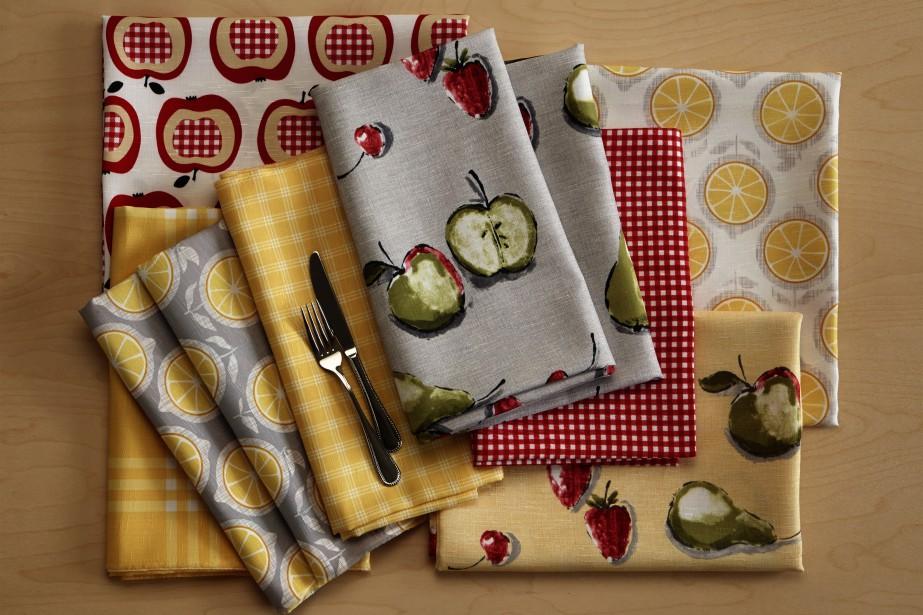 <span>Collection la Cucina<strong> - </strong>La collection la Cucina s'invite à la cuisine, pièce oubliée de la maison. Étant l'une des nouvelles collections de Fabricville, la Cucina offre des tissus à l'entretien facile aux motifs de fruits, d'herbes, de théières, des thèmes floraux et de café. Le vichy, le motif à carreaux classique se déclinant dans une variété de couleurs, trouve sa place dans cette collection.</span> (Fabricville)