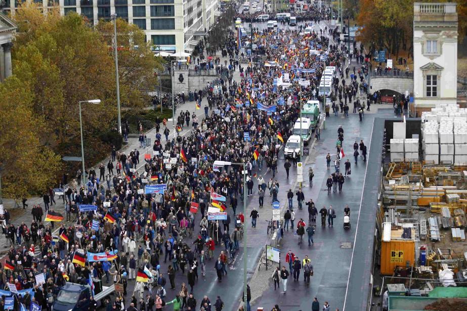 Les organisateurs de la manifestation lancée à 13... (Photo Hannibal Hanschke, Reuters)