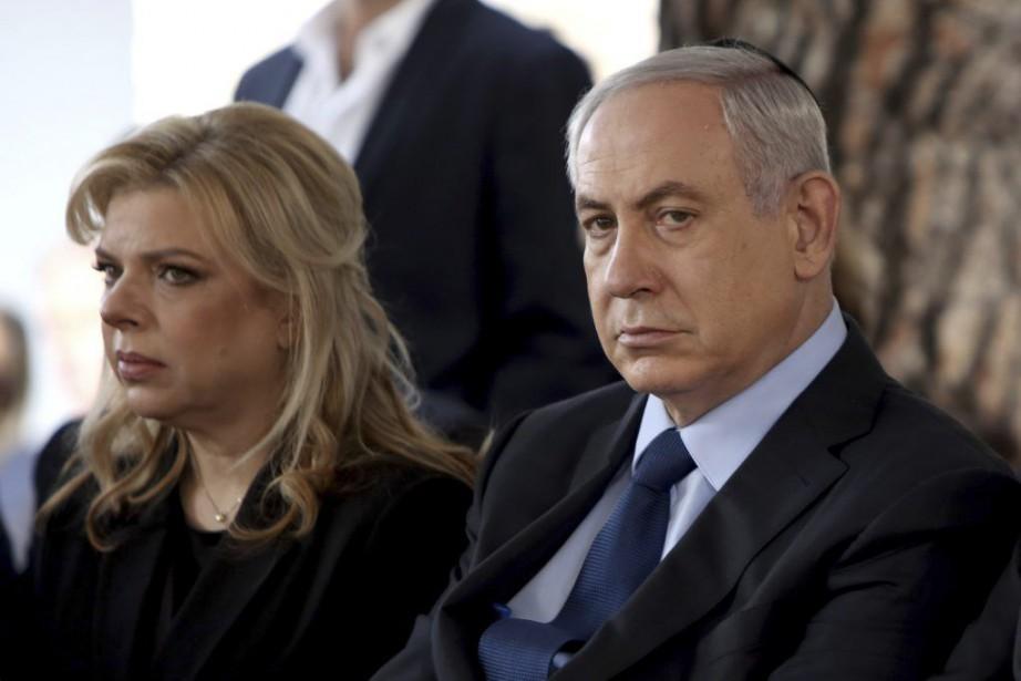 Le premier ministre israélien Benyamin Nétanyahou et son... (PHOTO GALI TIBBON, AP)