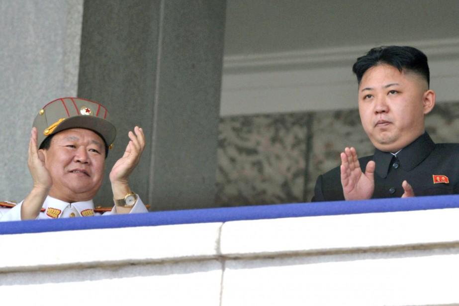 Choe Ryong-hae (à gauche) en compagnie du leader... (PHOTO ARCHIVES KYOFO NEWS/AP)