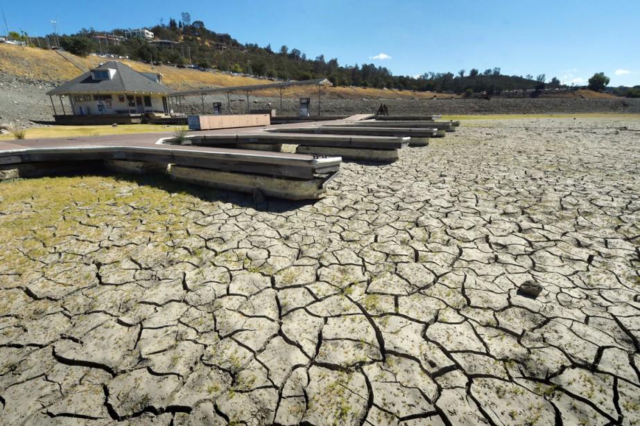 Sur cette photo, l'eau a déserté le quai... (PHOTO MARK RALSTON, ARCHIVES AFP)