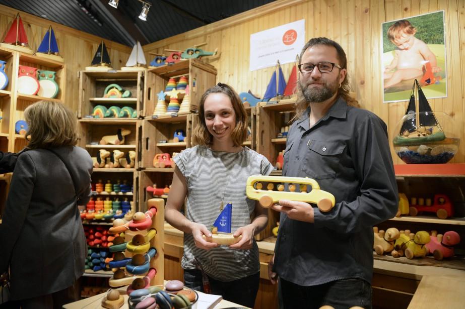 Marie Blanchette et Sébastien Philibert, de L'Atelier Cheval de bois, se font toujours un plaisir de venir au Saguenay. (Photo Le Quotidien, Jeannot Lévesque)