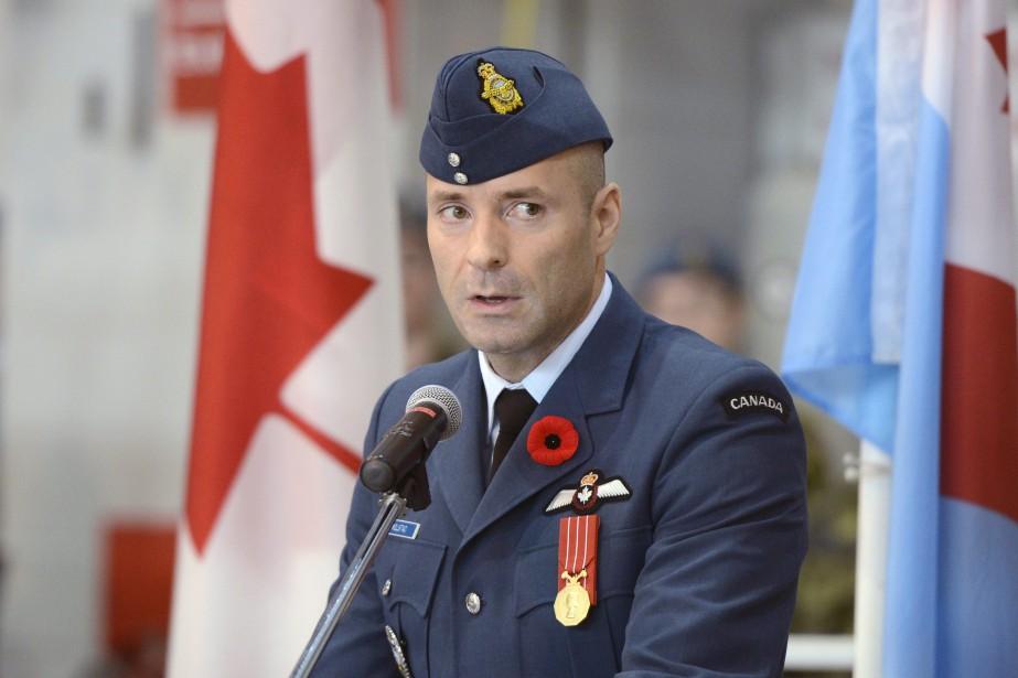 La cérémonie a eu lieu en présence du commandant de la 3e Escadre Darcy Molstad. (Photo Le Quotidien, Jeannot Lévesque)