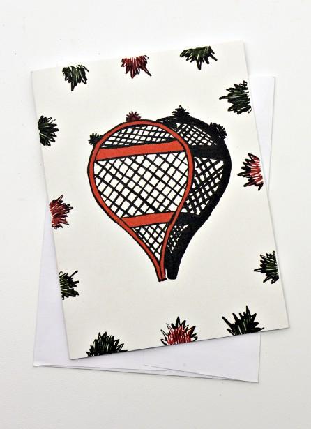 Carte de souhaits raquettes Tapiskwan, art Atikamekw, de Gabrielle Vachon-Laurent. 3,95 $ à la boutique Raquettes et artisanat Gros-Louis (Le Soleil, Patrice Laroche)