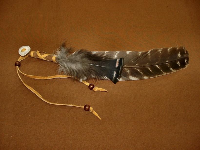 Plume de dindon sauvage porte-bonheur, qui peut aussi servir lors de la purification. 10 $ chez Le Petit Huron Moc (Patricia Gros-Louis)