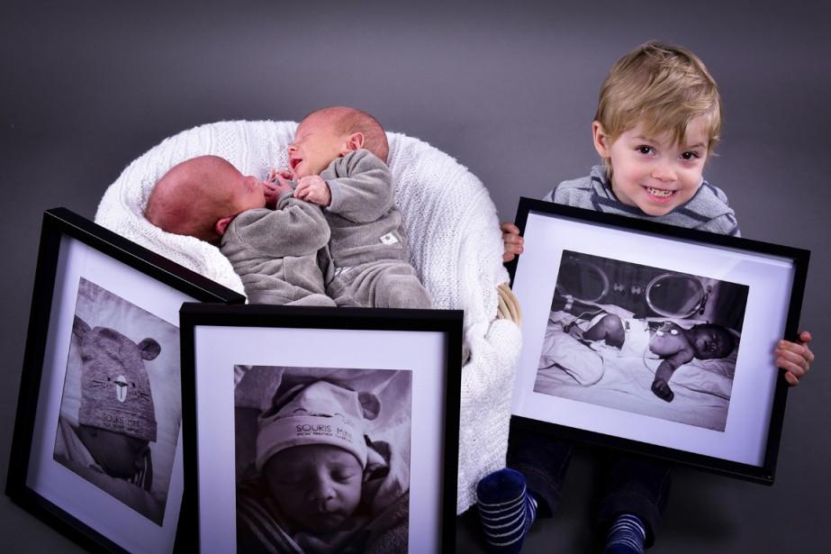 Les jumeaux de la famille Daudelin sont nés à 36 semaines, Xavier et Félix sont âgés de 1 mois. Ils sont accompagnés de leur frère de 2 ans et demi, Jesse-James, né à 32 semaines. ()