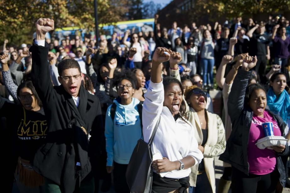 Des étudiants de l'Université du Missouri prennent part... (PHOTO DANIEL BRENNER, THE NEW YORK TIMES)