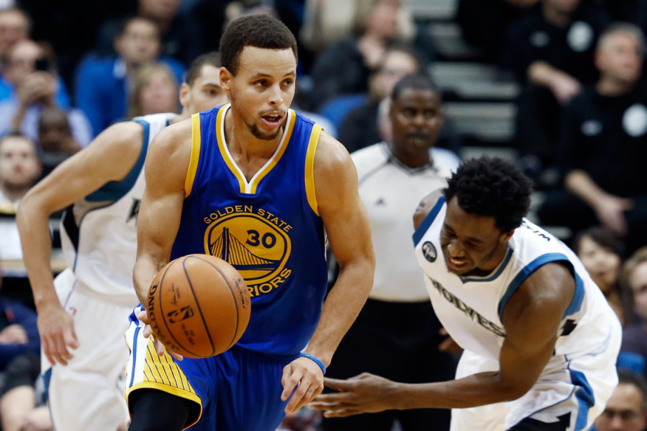 Avec ses 46 points, Stephen Curry aa été... (Photo Jim Mone, AP)