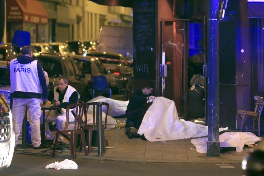 Une série d'attentats à la ceinture explosive et à l'arme... | 2015-11-13 00:00:00.000