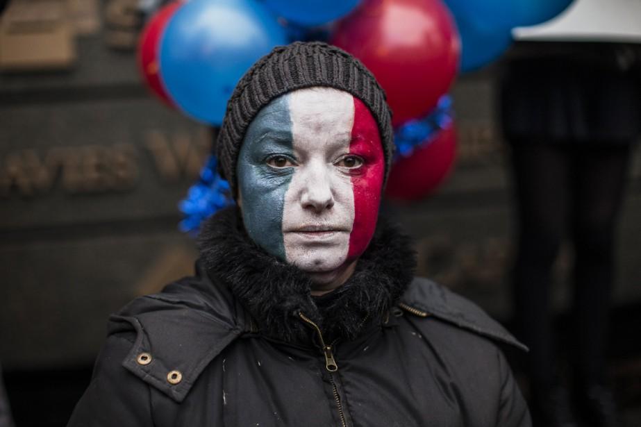 Le rassemblement a eu lieu samedi après-midi, devant le Consulat général de France, à Montréal. (Photo Edouard Plante-Fréchette, La Presse)