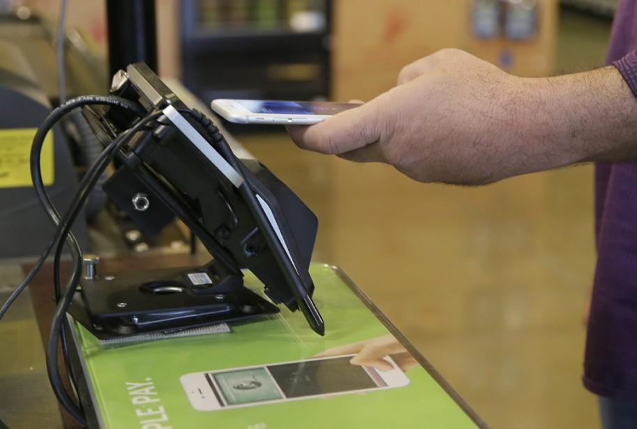 Annoncé en grande pompe l'an dernier, Apple Pay... (Photo Eric Risberg, archives AP)