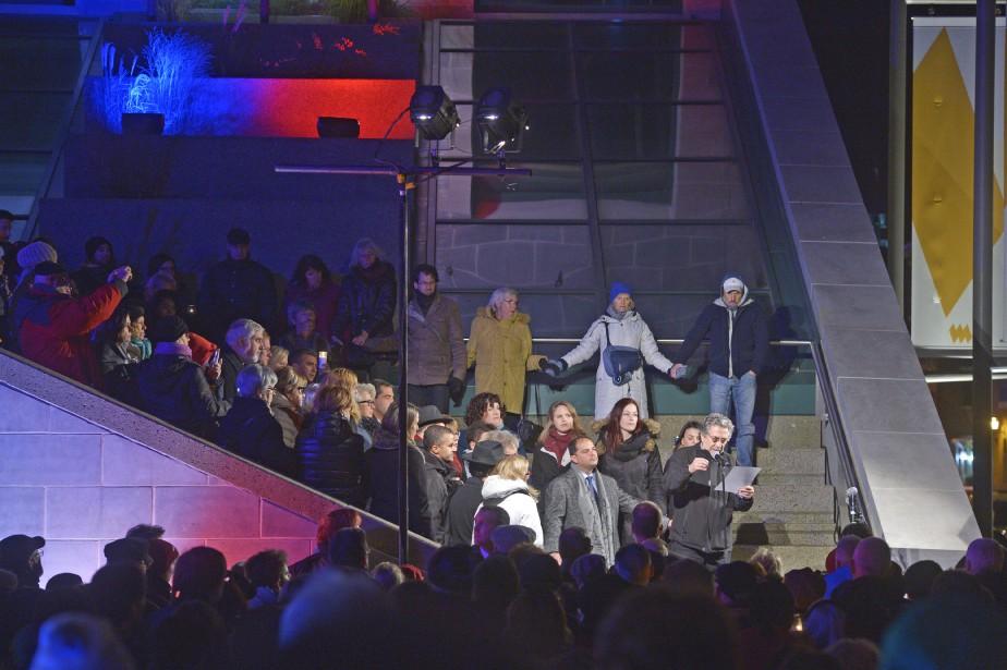 Rassemblement de solidarité envers la France au Musée de la Civilisation (Le Soleil, Jean-Marie Villeneuve)